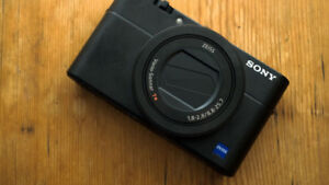 Sony RX100M5 (RX100V) with lots of extras