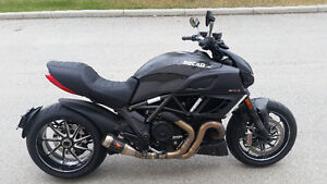 Ducati Diavel carbon edition like new