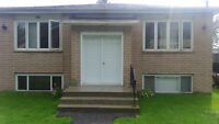 Rockland, Ontario, 2 chambres à coucher-2 bedrooms