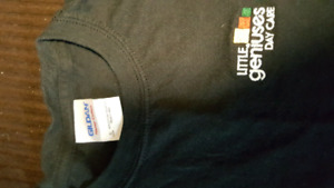 Little Geniuses Day care T-shirt size small