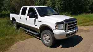 2005 Ford F350 6.0 diesel ** salvage title for parts or repair *