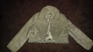 IVORY FAUX FUR BOLERO STYLE JACKET - VERY CUTE
