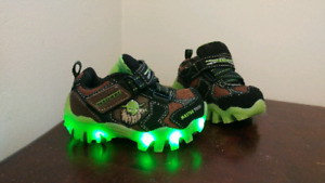 Yoda light up shoes, size 5 toddler