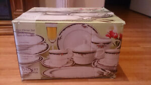 42 PIECE DINNER WARE SET TROY COLLECTION BRAND NEW