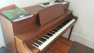 La Ronde/Willis Upright Piano