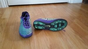 Nike Girls Size 2 Soccer Cleats