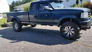 8 lug.  20 inch rims and tires