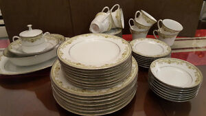 "Noritake Fine China ""Raleigh"""