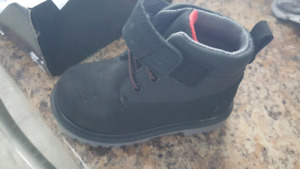 Brand new sketchers toddler boys size 7 hiking boots