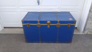 LARGE STEAMER SHIPPING TRAVEL TRUNK