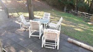 Aluminum and glass patio table & chairs