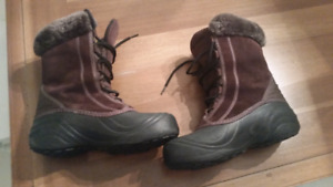 Girls Columbia boots size 6