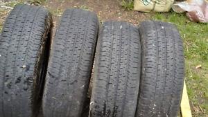 4 pneus et jantes P215/70R16