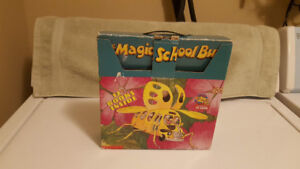 The Magic School Bus Briefcase (10 Book Set In Carrying Case)
