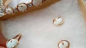 Set en or, opales et diamants