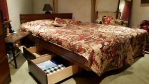 Waterbed: Motionless Hydraulic Mattress + Wood Frame + 6 Drawers