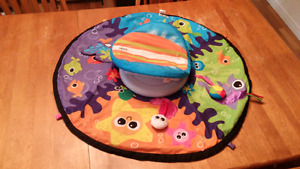 Tummy time play mat (spins)