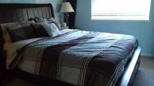 Queen Size Bedspread / 4 decorative pillows