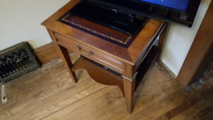 $35 *** Antique End / Side Table ***