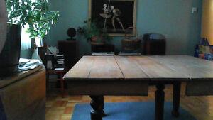Table de cuisine avec panneaux