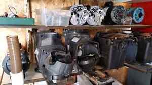 Assorted Pool Pump Parts / Plusieurs Pièces de Pompe de Piscine