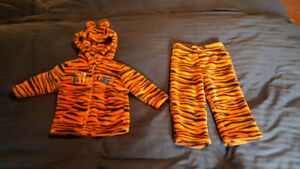 Tigger Fleece Top and Pants- size 12-18 months