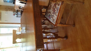 Beautiful Antique Elm Table with 4 chairs!