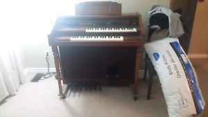 Electric organ in mint condition