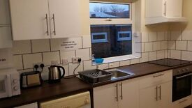 COZY and SUPER AFFORDABLE single room in Stratford, ONLY 10min to King's Cross!!