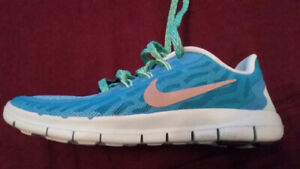 New Nike Youth size 1.5 Girls Runners
