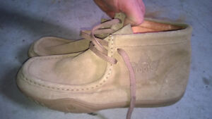 Roots 73 Suede Windsors Low Cut Boot  Size 10M Like new