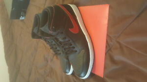 Air Jordan 1 Mid US 9.5