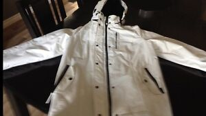 White Winter Coat - only worn a couple of times Kitchener / Waterloo Kitchener Area image 4
