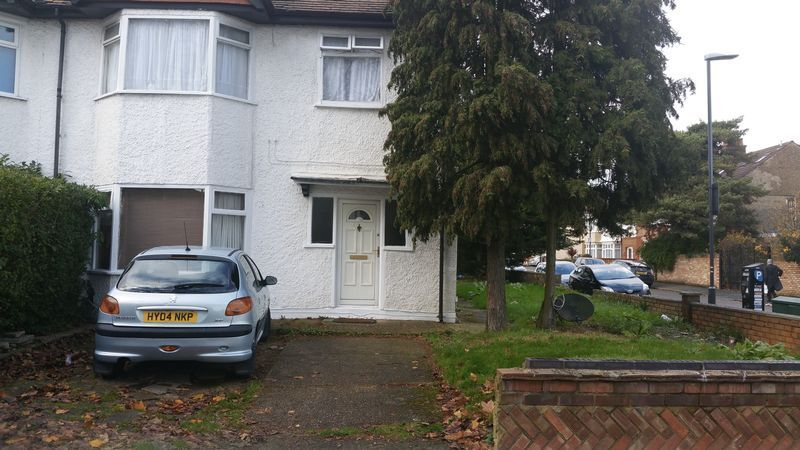 1 bedroom house/flat share in Whitchurch Lane, CANONS PARK, HA8