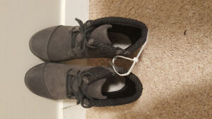 Brand new womens size 5 1/2 Clarks shoes/boots.