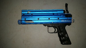 ZEUS G1 PAINTBALL PISTOL + 40 CO2 TANKS
