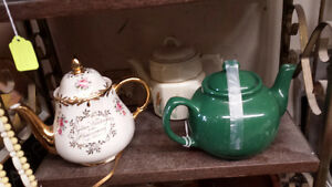 LOTS OF TEA POTS Belleville Belleville Area image 4