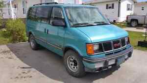 1993 GMC Safari XT 8 Passenger Van Low Km