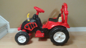 Childs battery operated tractor great working condition