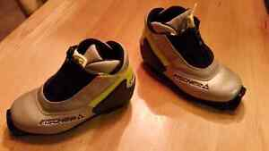 Child Fischer SNS Profil Nordic Cross Country Ski Boots Size 12