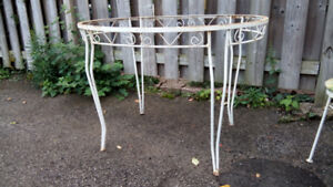 Cast Iron table + 4 chairs