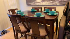Elegant Dining Table Include 18 inch extension