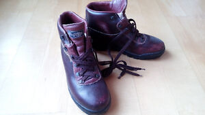Ladies Vasque Winter Hiking Boots lined with Gortex - Size 10