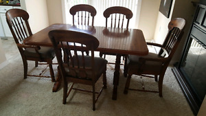 Kitchen table and 5 chairs Dining room set
