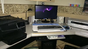 Bureau d'ordinateur en coin 60x60