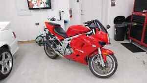2007 650cc sport bike - only 7,300 km