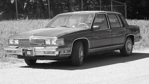 Cadillac Fleewood Elegance1986 tres solide