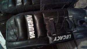 "28"" Leather Vaughn goalie pads. Like new condition!"