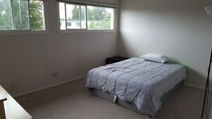 LARGE ROOMS NW EDMONTON ONLY $500 move-in ANYTIME