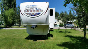 Like New 2010 Big Horn 34ft Fifth Wheel
